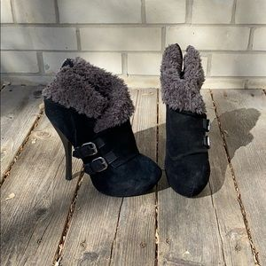 Women's heeled booties with faux fur